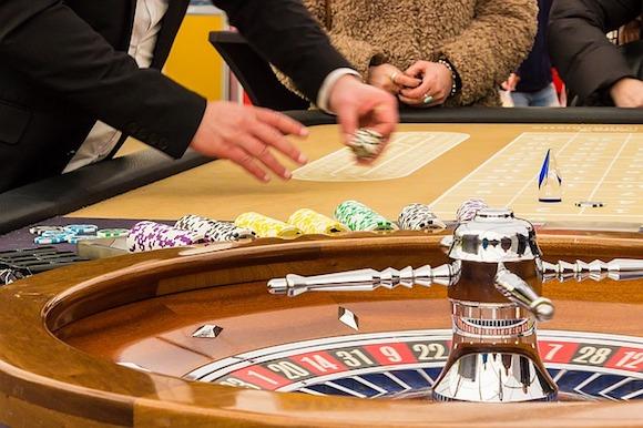 Roulette-Spiele - Blick auf einen Roulette-Tisch